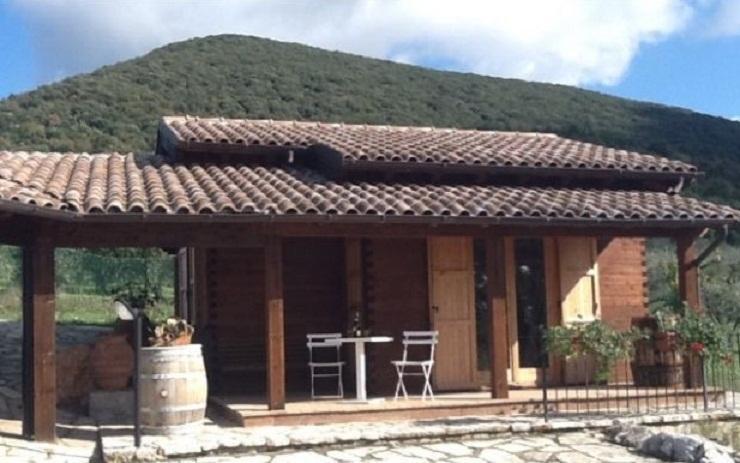CHALET DI CHARME NELLE COLLINE UMBRE !!, casa vacanza a Massa Martana