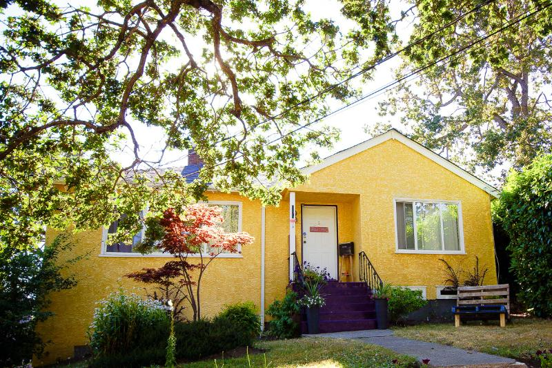 Casa Grosvenor - Private, Cozy & Lovely, holiday rental in Saanich