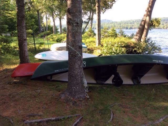 Kano, dubbele kajak en paddleboard voor uw gebruik.