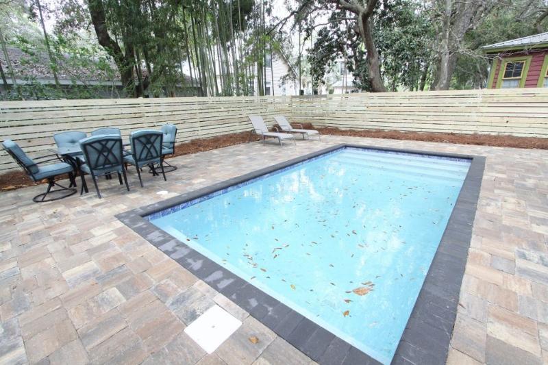 Piscina aquecida privada com piscina Deck