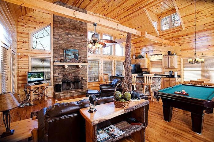 Living Room w/Leather Furnishings
