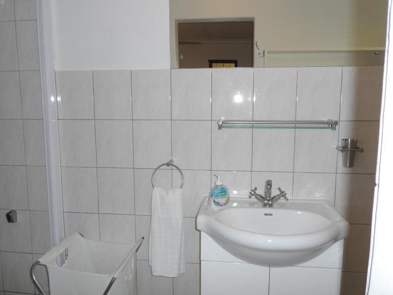 2 spacious bathrooms