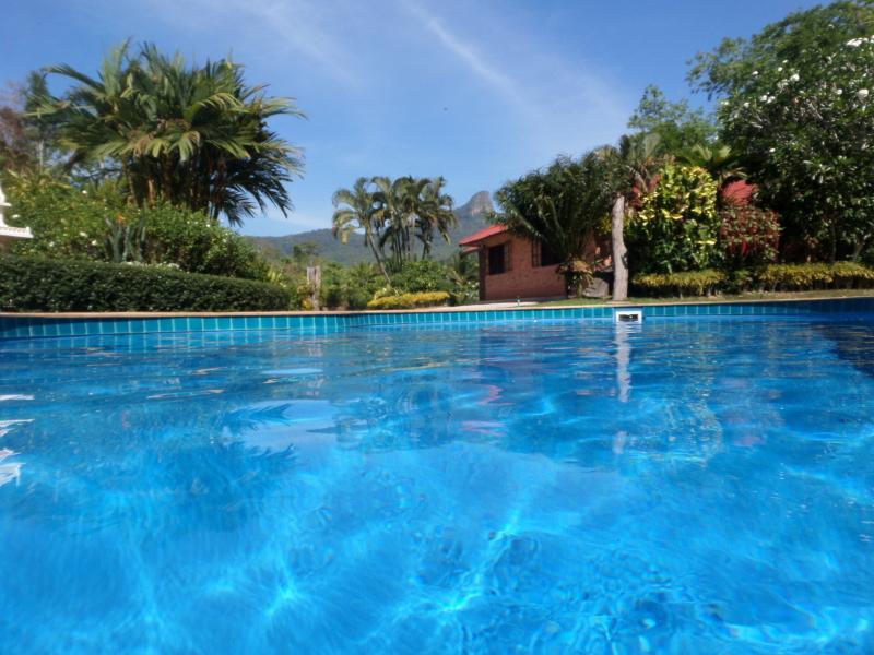 Immense intimité extrême. piscine chauffée nettoyée tous les jours.