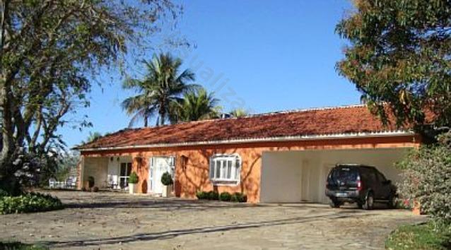 Lake House = comfort, charm and privacy in location with views of the Serra da Mantiqueira.
