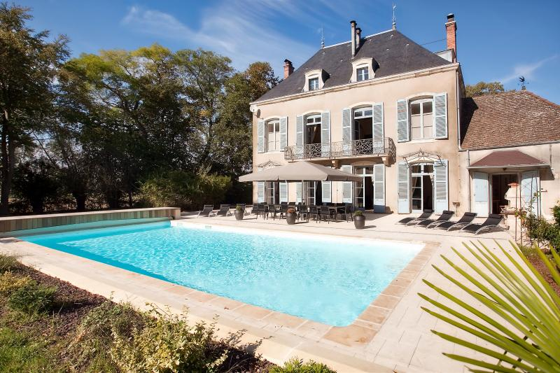 Château & heated pool, back garden side