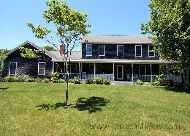LOVELY KATAMA FARMHOUSE/COLONIAL LOCATED CLOSE TO SOUTH BEACH, holiday rental in Edgartown