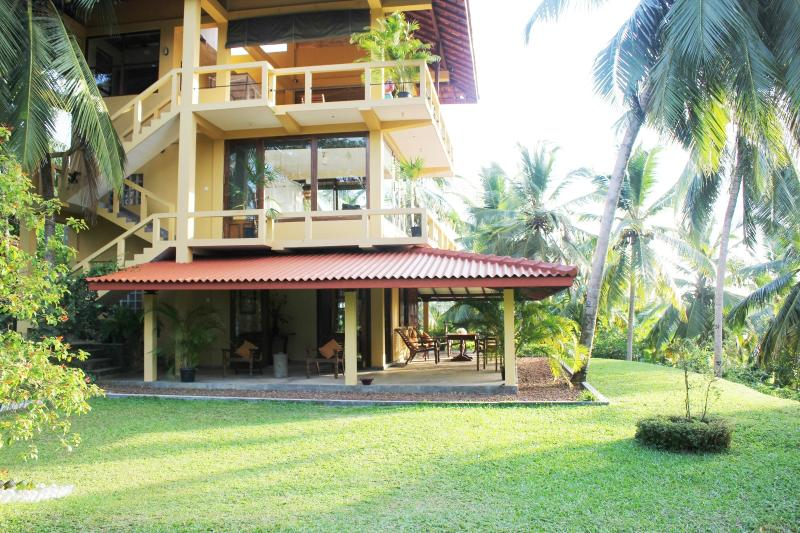 Peacock Point - to enjoy nature & away from it all on a 12 acre plantation, holiday rental in Ahangama