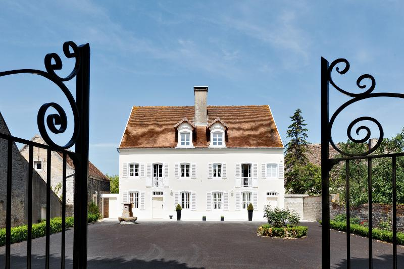 VILLA SAUNIERES (official), holiday rental in Seurre