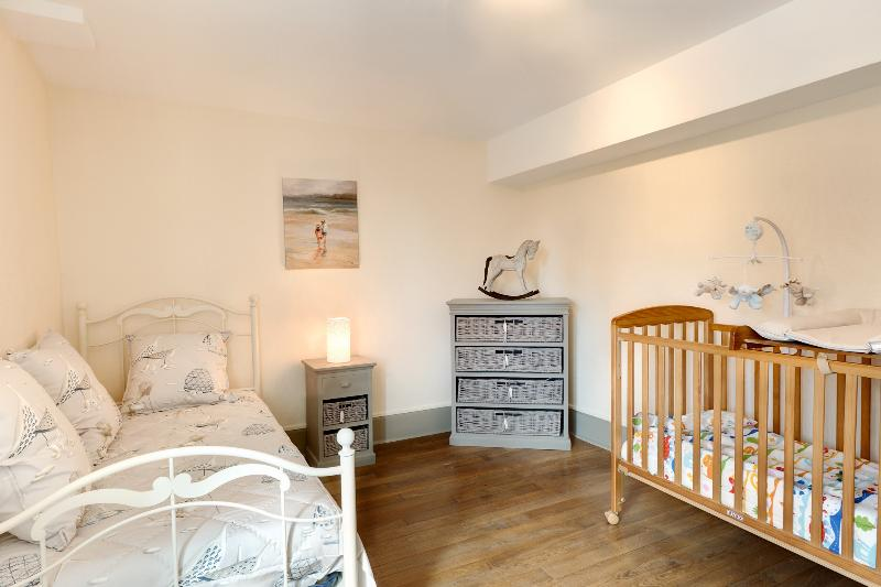 baby and child bedroom (7th bedroom)