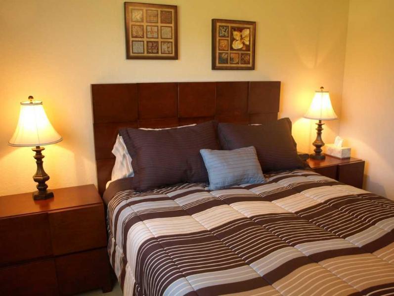 Villa Yellow Hibiscus Queen Bedroom I