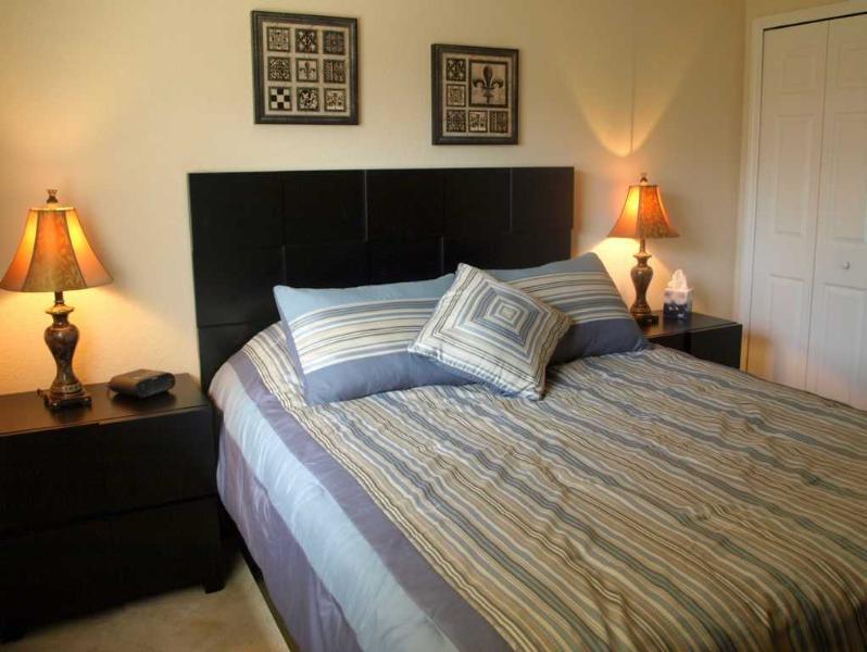 Villa Yellow Hibiscus Queen Bedroom II