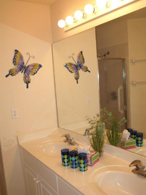 Villa Yellow Hibiscus Master Bathroom