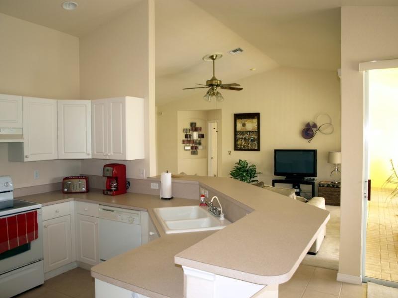 Villa Yellow Hibiscus Kitchen