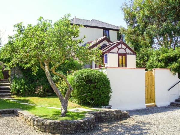 GROOM COTTAGE, WiFi, far-reaching views from upstairs bedroom, shared swimming, holiday rental in Poughill