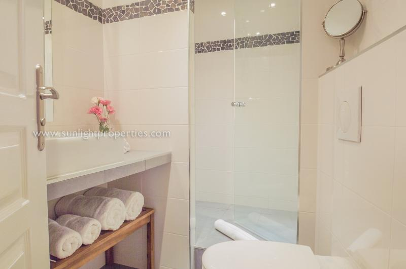 Luxury shower room with fluffy towels