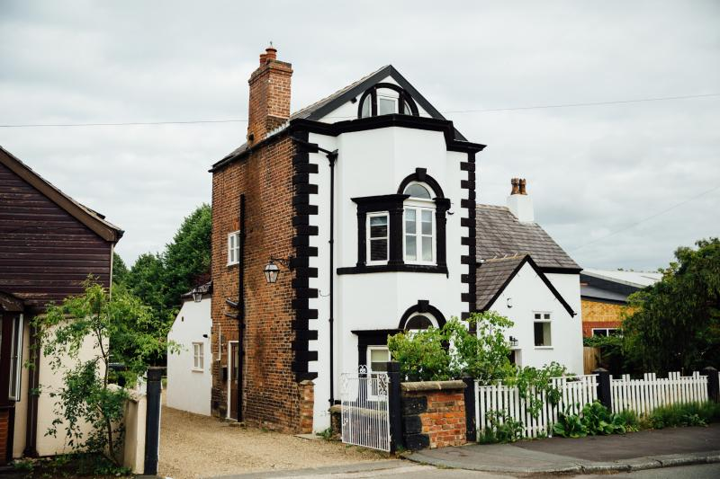A home with authentic English style ,Warm & inviting, Fab base-sightseeing,visiting family/friends