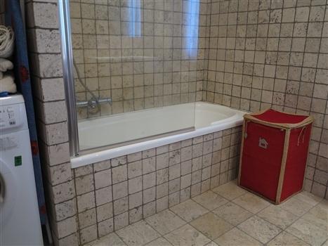 Bathrrom with bathtub