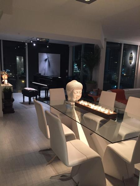 Luxurious Grand Piano Apartment In Great Location