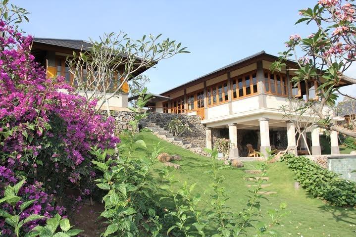 Casa principal no jardim