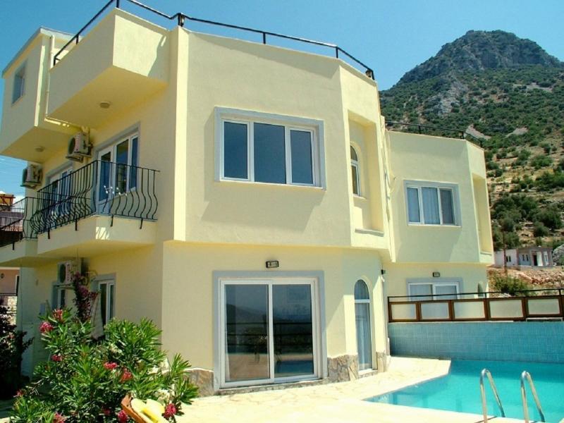 Villa Turkuaz and the private swimming pool