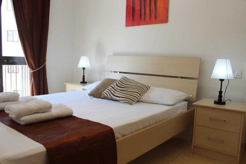 Great Apartment, 8min walk from sea!, Ferienwohnung in Ta' Xbiex