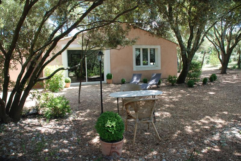 Guest House Set On A Private Ground Of A Villa, vacation rental in Carpentras