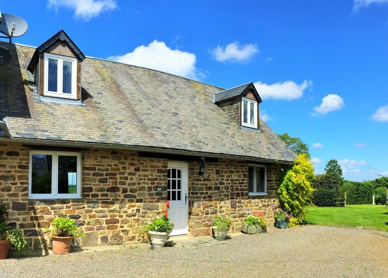 The stables, a charming 3 bedroom holiday cottage in Normandy France, perfect for all of  the family