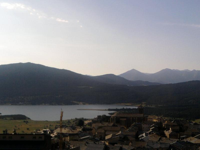Magnífica vista sobre o lago com actividades nas proximidades para crianças.