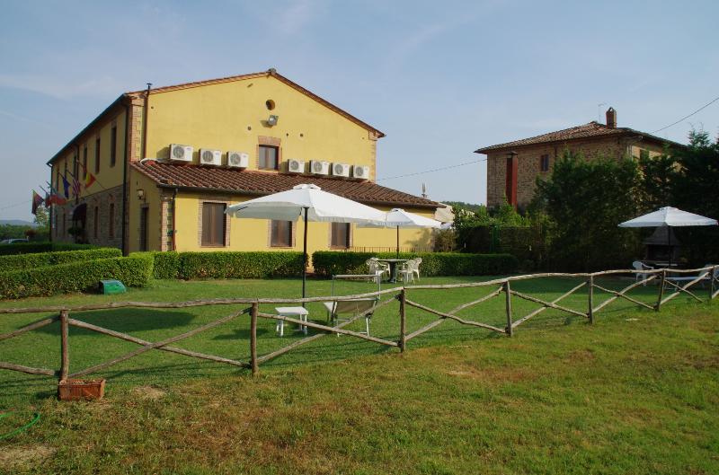 Ciliegio house in Tuscany Chianti Hills, alquiler vacacional en Torre A Castello