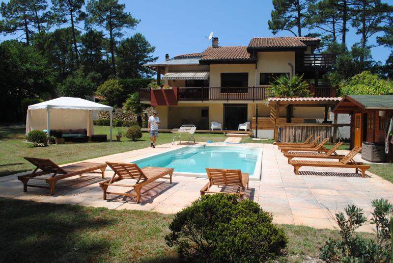 A great staycation villa close to Hossegor - Learn to surf!, holiday rental in Soorts-Hossegor
