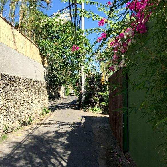 The boutique laneway of the Villa. Safe and well lit up at night.  A beautiful stroll to the beach.