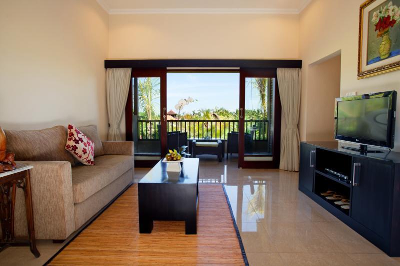 Chambre Teges avec balcon à la vue sur le terrain de riz paddy