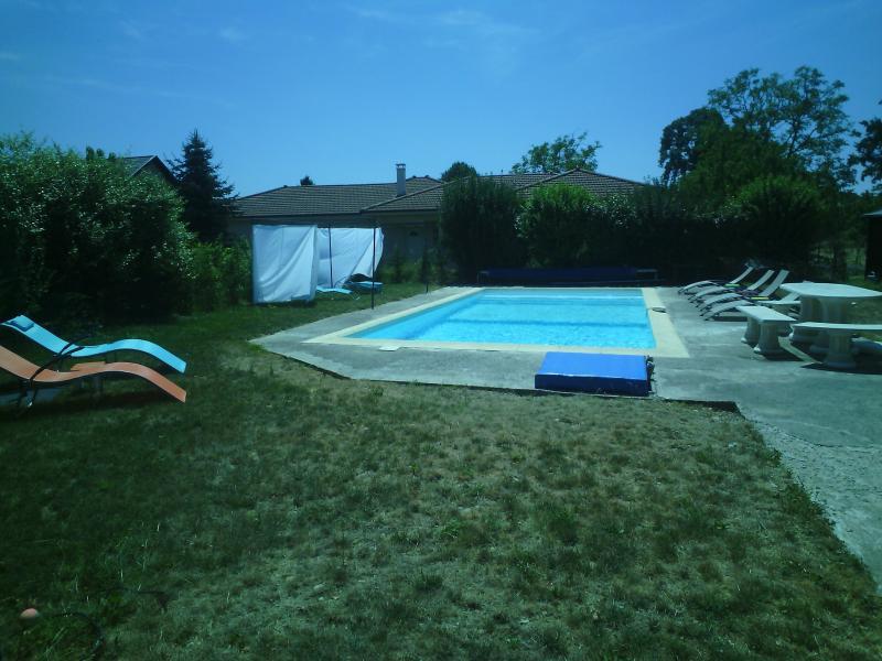 jJOLIE FERME CHALEUREUSE, location de vacances à La Cote-Saint-Andre