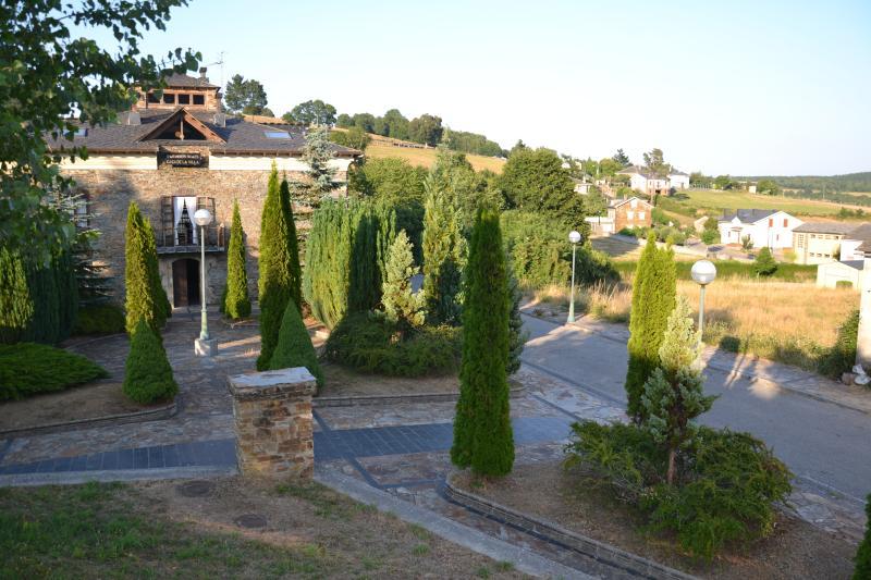 APTOS RURALES CASA DE LA VILLA SAN MARTIN OSCOS, vacation rental in Grandas de Salime Municipality