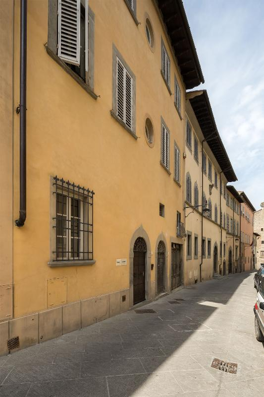 Within walking distance of famous personalities of the stature of Francesco Petrarca, Giorgio Vasari lived.