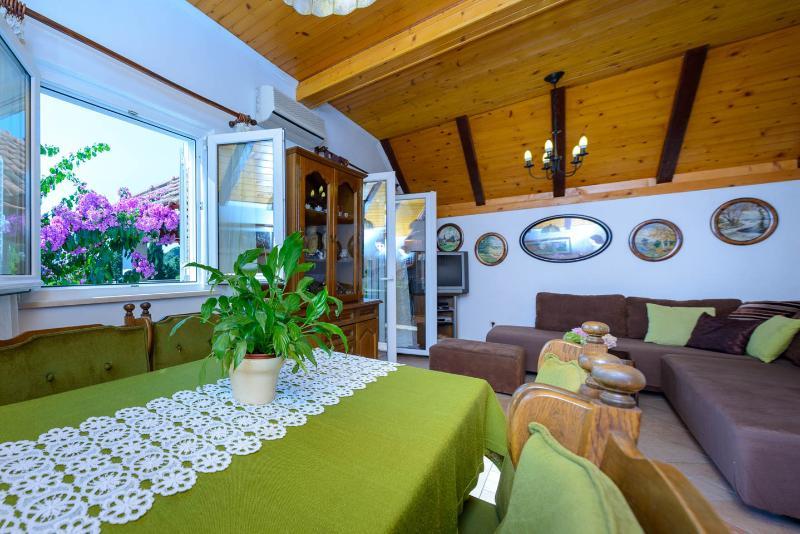 Wohn / Esszimmer und Wohnzimmer