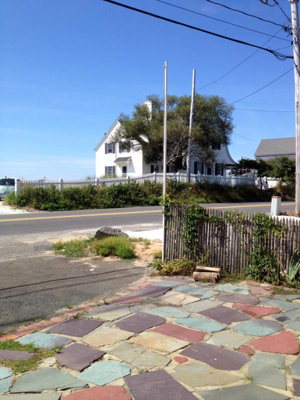 Probablemente la casa más fotografiada en Cape Cod es justo cruzando la calle.