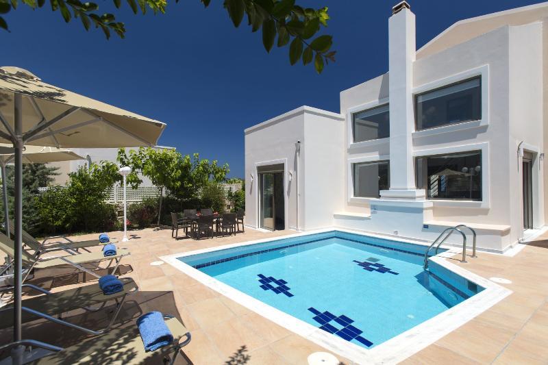 Vacation Relaxation at Villa Marigo,8km from Beach. Taverns, bars nearby., alquiler de vacaciones en Pikris