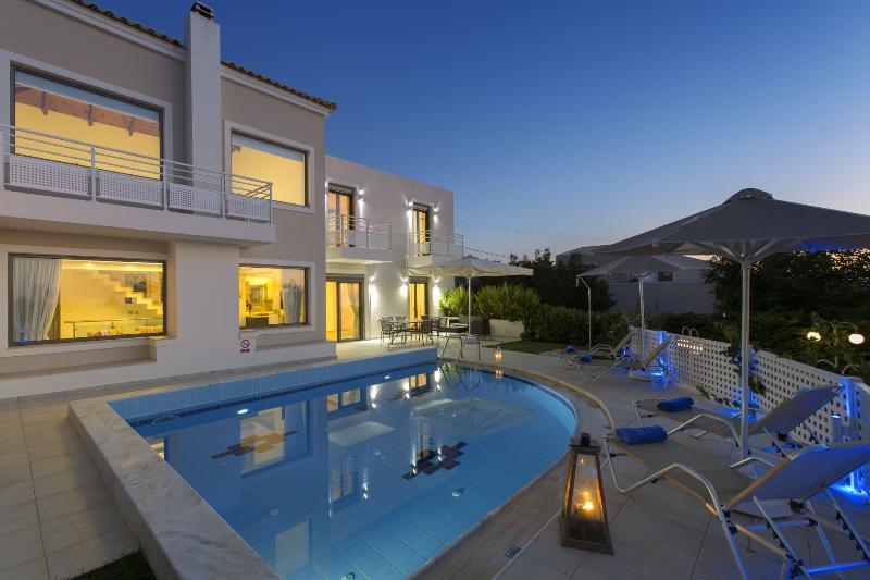 Villa Antonios. Splendid accommodation! Salvia Villas., holiday rental in Skouloufia
