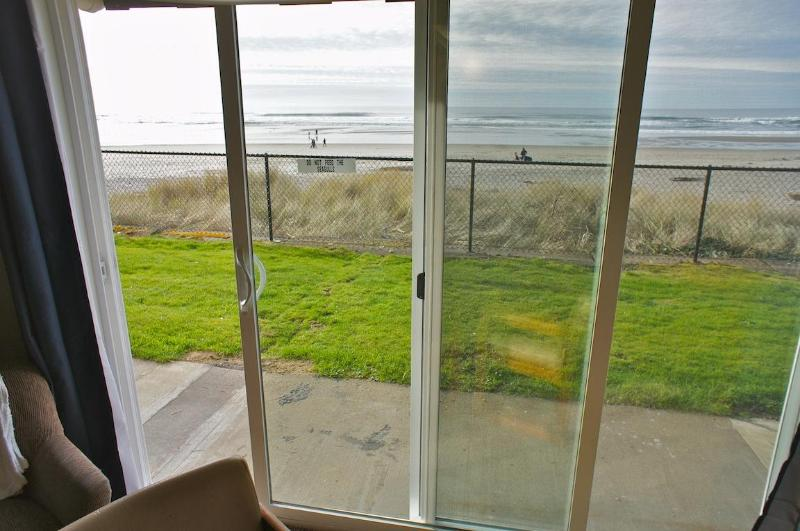 Open this glass-sliding door to access the beach