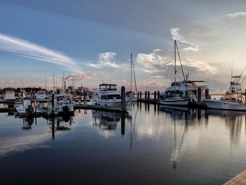 Ver los barcos en el puerto de pueblo viejo
