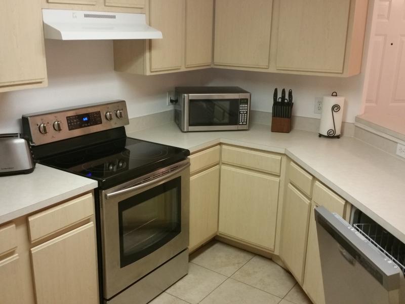 Kök med nya apparater.