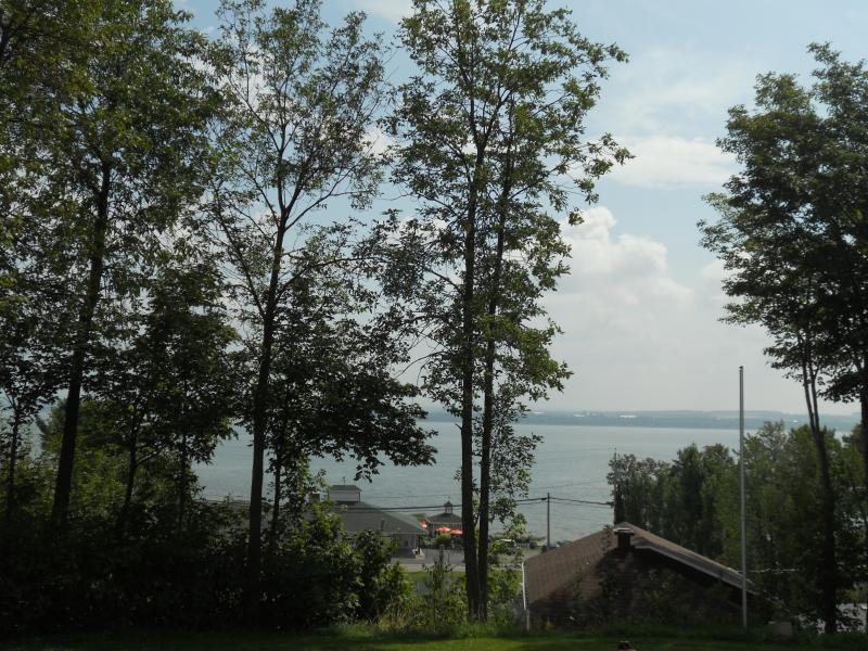 Le Huard Chalets Plage St-Jean up to the hill Qc 241802, vacation rental in Saint-Laurent-de-l'Ile-d'Orleans