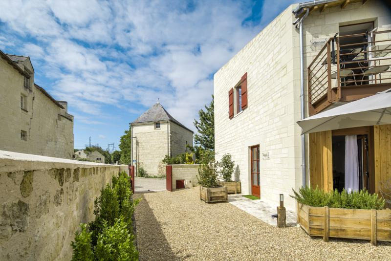 "House ""LES REMPARTS"" Front of property of 5 Suites: Indre, Maine, Loire, Vienne and Rampart"