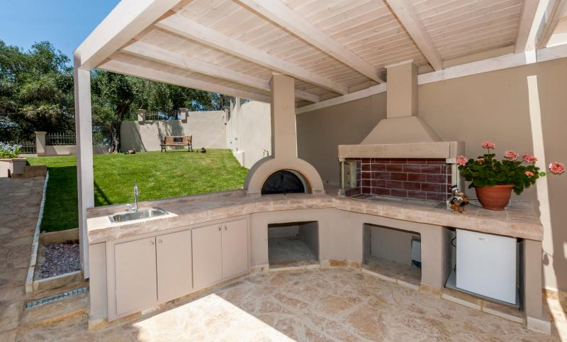 Make the best of your culinary abilities on our stone oven