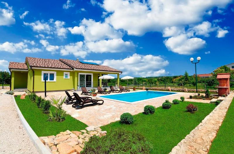 Elegant Villa with Heated Pool, holiday rental in Labin