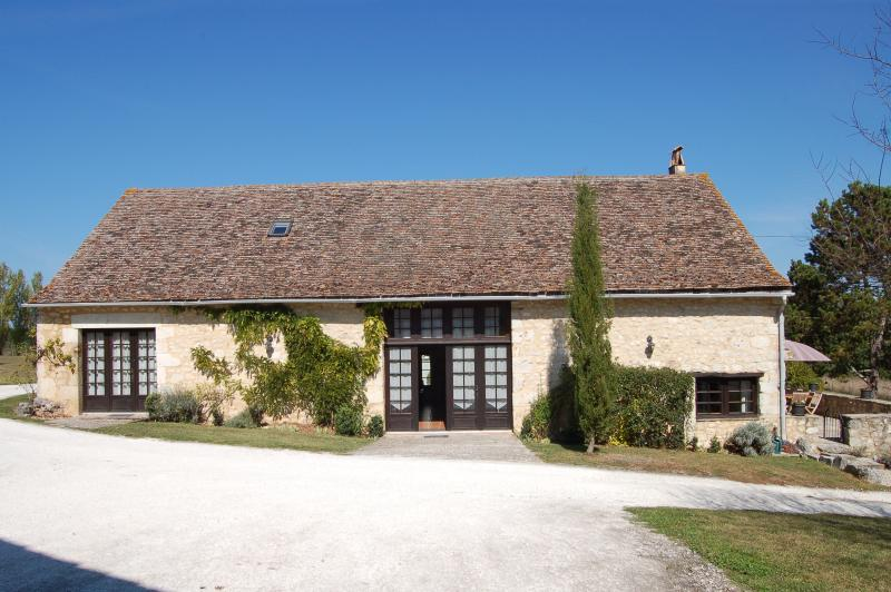 Front view of La Vieille Grange taken from the parking spaces