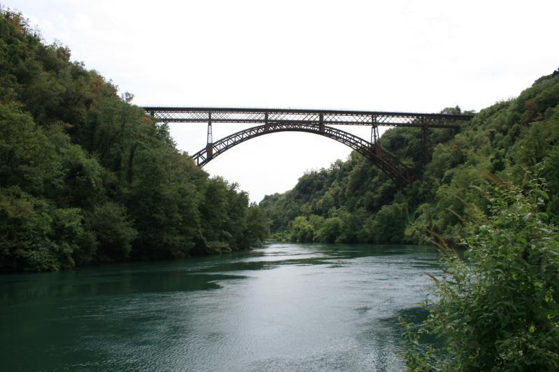 Le pont San Michele sur la rivière Adda (7 km) de la maison