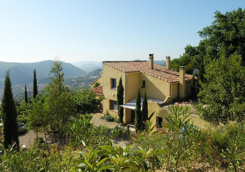 Villa Jasmin: tout confort sur site exceptionnel, calme, proche Lac du Salagou, aluguéis de temporada em Le Puech