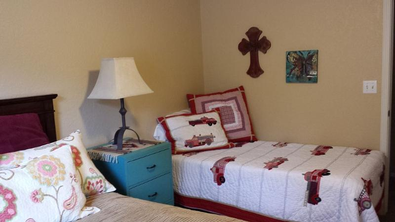 Full and twin bed in 3rd bedroom
